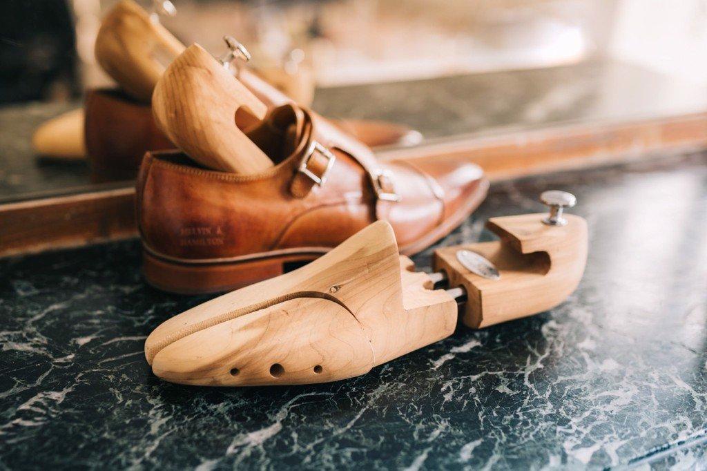 Shoetree giúp giữ dáng form giày